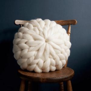 almohadon-magnolio-redondo-decorativo-en-lana-merino